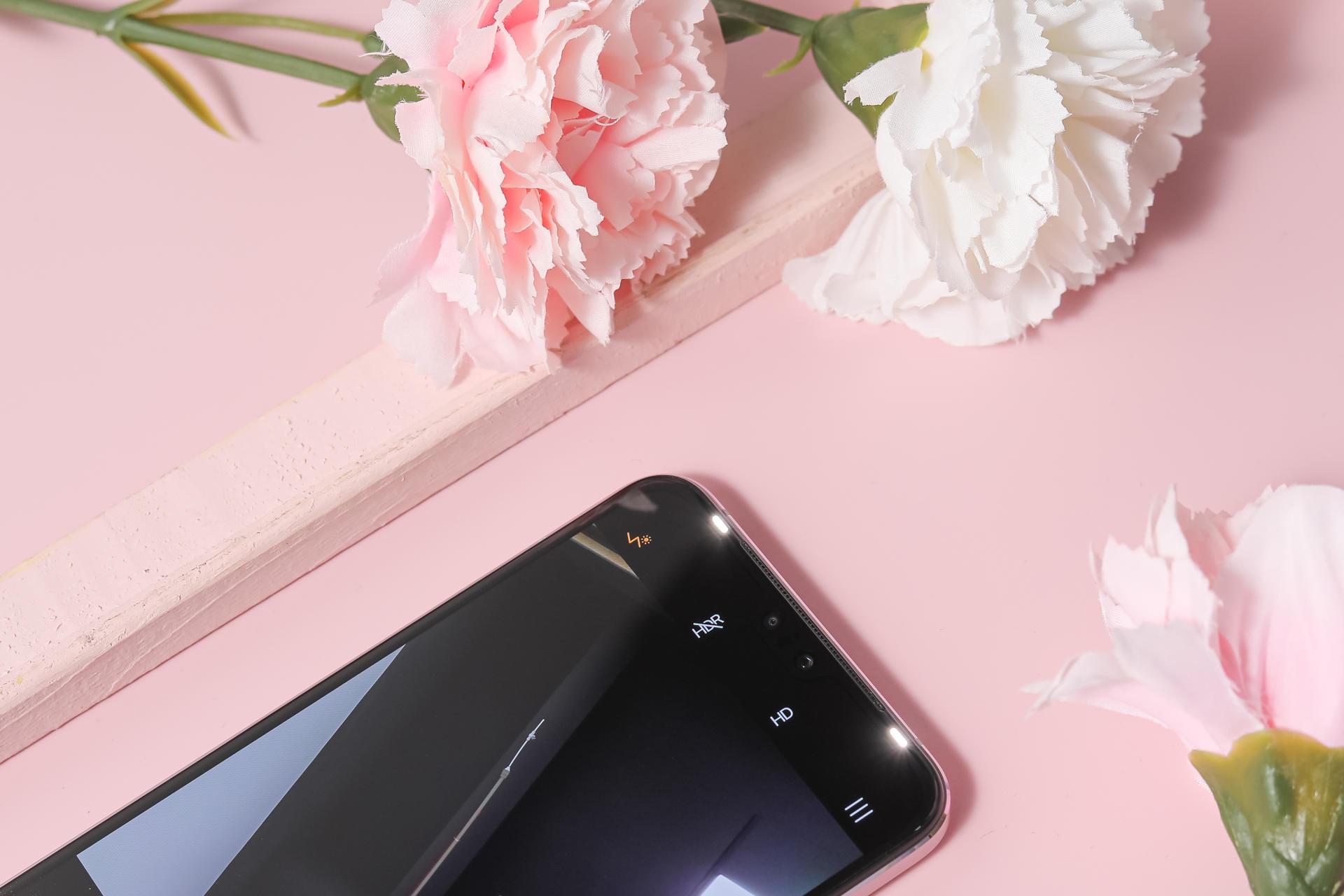vivo S9外观评测:变幻莫测的色彩呈现,机身极致轻薄